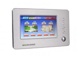 7.0寸可编程TFT触摸控制屏。可组态编程显示界,可按需编辑显示界面的图片、文本、按钮、控制功能等。例如可以将灯光、空调、功放、窗帘、背景音乐、电视、卡拉OK、DVD、安防报警等控制界面集成一起,选择不同的页面就可以控制相应的设备。