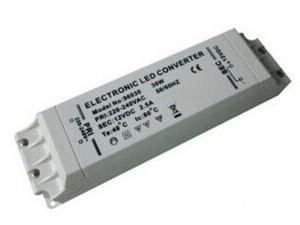 1.可控硅调光接口,可手动开关调光,适用于各种智能调光系统; 2.输入电压90-130V/200-250V,无需另外配置LED变压器,简单方便; 3.调光稳定平滑,无频闪; 4.具有输出短路4.具有输出短路保护,过功率保护,过热保护功能; 5.有防水和不防水可选;